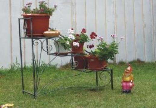 Jardiniera din fier forjat de la S.c. Tofifi S.r.l.