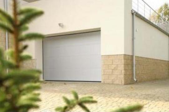 Usi de garaj sectionale - actionare manuala de la Gamaterm Design
