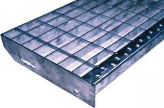 Trepte metalice zincate SP si P de la Dovexim S.r.l.
