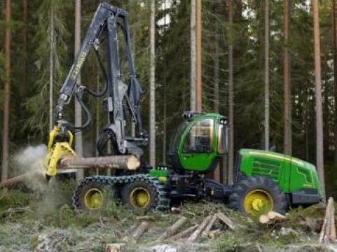 Utilaj forestier de recoltare busteni - John Deere 1470E de la Elmas