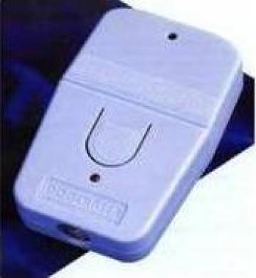 Dispozitiv anti caini portabil cu leduri de la Axa Ultrasonic Pest Repeller