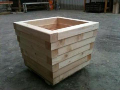 Ghiveci de lemn pentru gradina