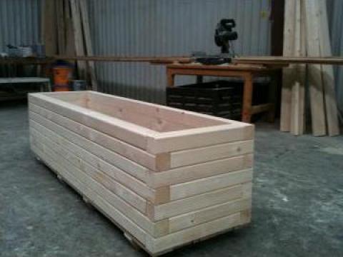 Jardiniera din lemn de la Elcomet 2000 SRL