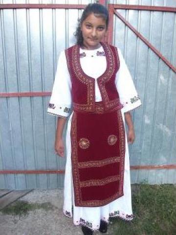 Costum popular fete de la S.c. Myratis S.r.l.