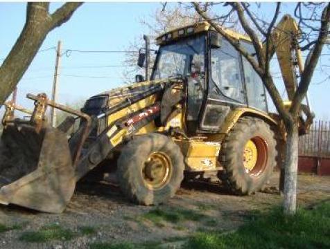 Inchiriere utilaj buldoexcavator caterpillar de la Fancat