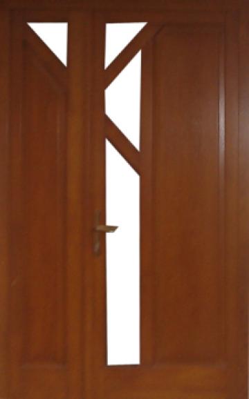 Usa exterioara din lemn stratificat