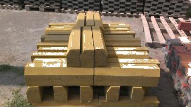 Borduri vibropresate de inalta densitate colorate ciment gri de la Grama Com S.r.l.