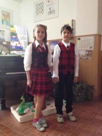 Uniforma scolara de la MCA Textile