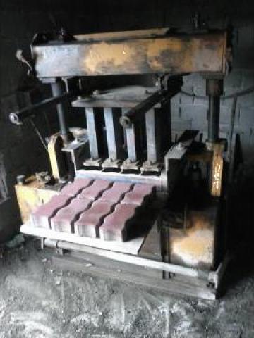 Vibropresa hidraulica fixa pentru pavele, boltari, borduri de la Florand Prod Srl-d