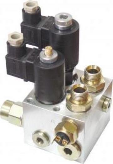Distribuitor electric 40 litri 12v-24v de la Echipamente Hidraulice Srl