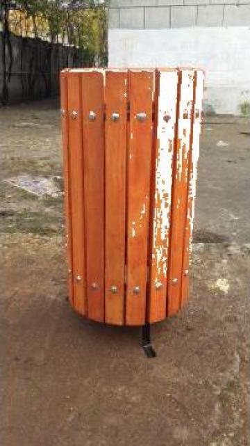 Cos gunoi stradal din sipci lemn fag de la Urban Biaplus AVR Srl