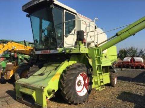 Combina agricola Claas Dominator 150 de la
