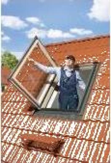 Ferestre Fakro termoizolante de acces pe acoperis FWL /FWR de la Sc Ellcor Roof Srl-d