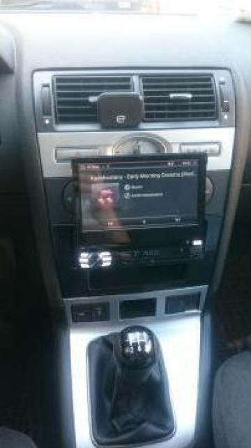 Sistem navigatie universala cu ecran retractabil 7inch