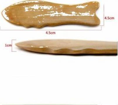 Dispozitiv Gua Sha zimtat din lemn forma peste (R29) de la Neng Tcm Srl
