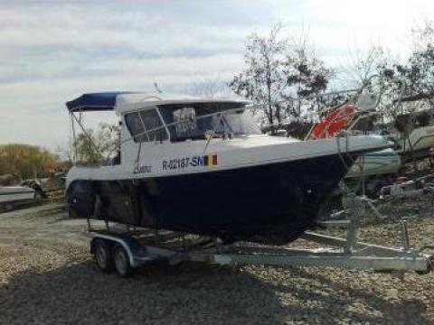 Barca de pescuit cabinata cu peridoc de la S.c.Loreto Exim Srl