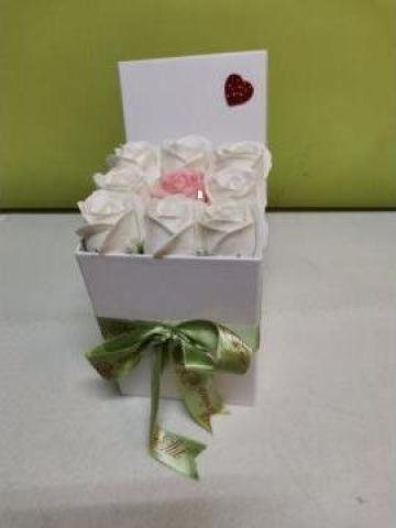 Cadou Cutie trandafiri 0098 de la Floraria Stil
