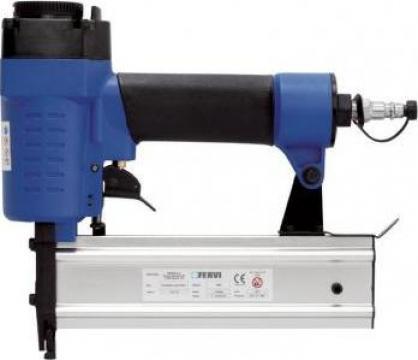 Capsator penumatic pentru cuie 0586 de la Proma Machinery Srl.
