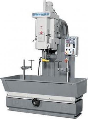 Masina hidraulica de honuit cilindri HM 400 de la Proma Machinery Srl.