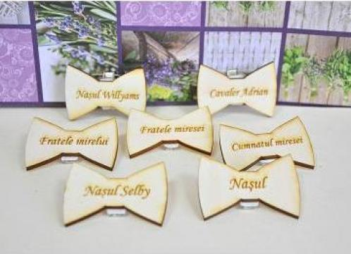 Cocarde din lemn personalizate de la Katcut Graphics Srl