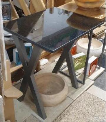 Masa cu blat din granit negru de la Hexi Center Srl