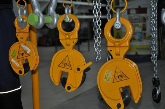 Clesti tabla de la Sc Lifting Steel Srl