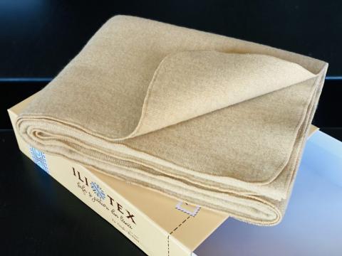 Patura lana Ioana-v2, margine surfilata, cutie premium de la Stofe Buhusi Sa