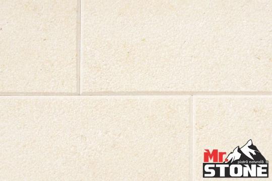 Marmura Limestone SLY buciardat periat cu laturi bizotate de la Antique Stone Srl