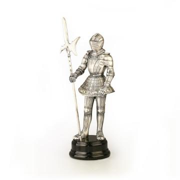 Statueta cu armura de la Luxury Concepts Srl