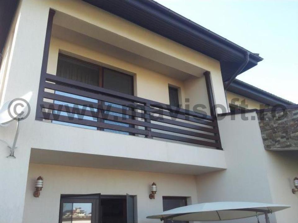 Balustrada exterior din lemn masiv