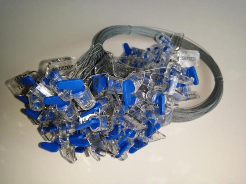 Sigiliu plastic cu sarma zincata