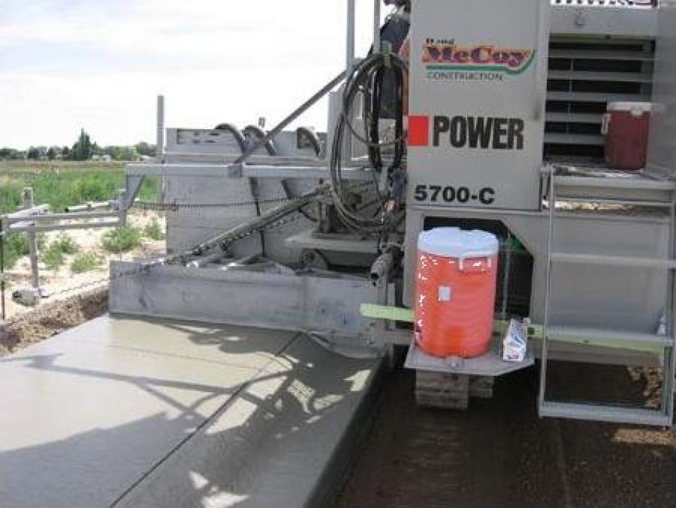 Finisor de beton pentru rigole, borduri, parapeti, drumuri