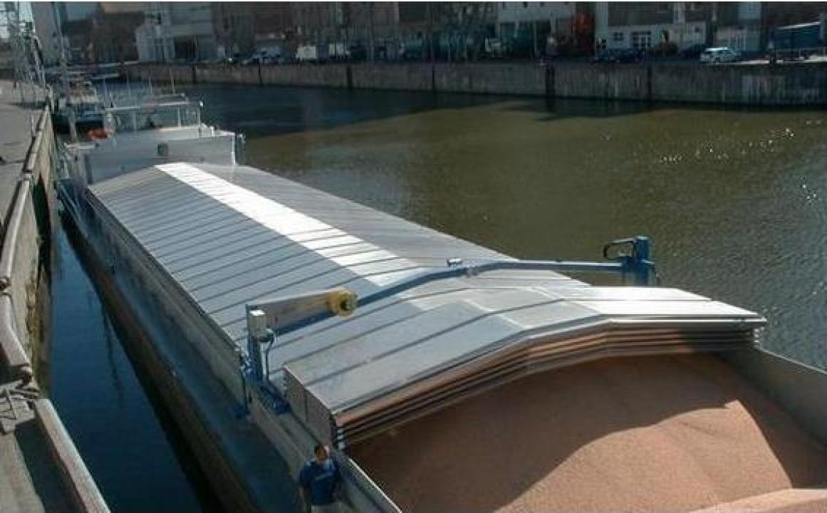 Instalatii portuare, capace de barje