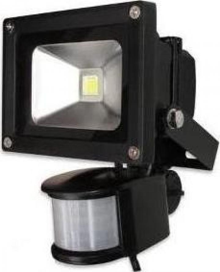 Proiector metalic cu LED de 10W si senzor miscare cu lumina