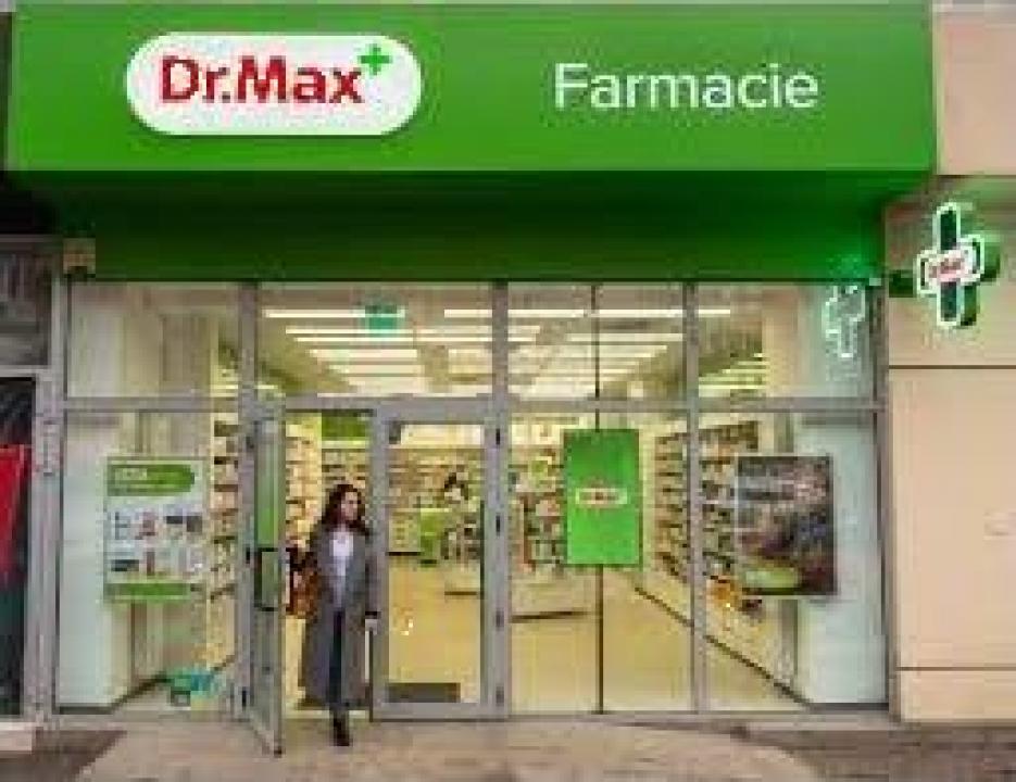 Mobilier si fatade farmacii Dr Max